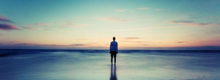قالب زیبای پسر تنها و ساحل